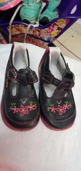 Zapatos talla 20 para niña