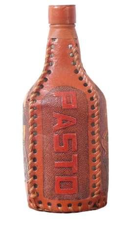 Botella Decorativa Cubierta En Cuero Pasto, Nariño - Usada