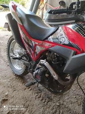 Vendo moto yansumi 200 seminueva