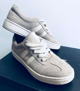 Zapatos tennis color beige