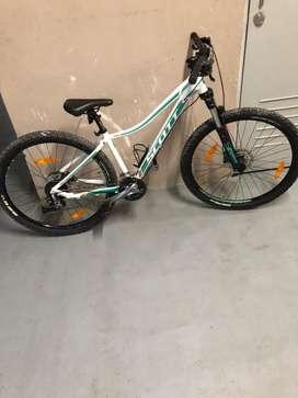 Bicicleta scott y casco perfecto estado y precio