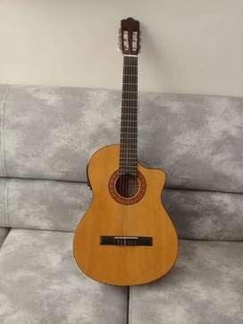 Guitarra electro acustica, nueva incluye estuche, correa y cable