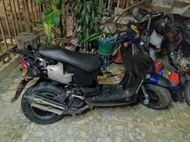 Se vende moto buena negociable papeles al dia
