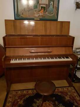 Piano vertical Breyer
