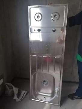 Meson con lavaplatos y estufa a gas