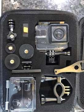 Camara Apeman A80 con acesorios, memoria.  4K 20MP Wi-Fi Sports Cam 4X Zoom EIS 40M Impermeable Submarino