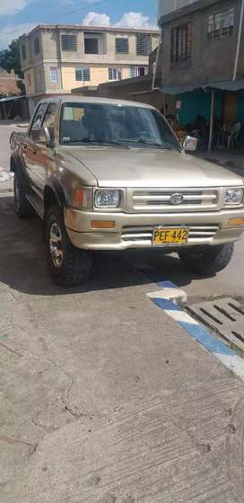 Se vende Toyota modelo 94 negociable