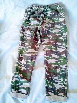 pantalon t6 nene de 5 años  camuflado chikilu  usado