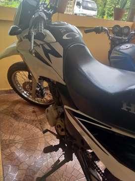 Moto honda XR 150 en buen estado como nueva precio 2000 negociable
