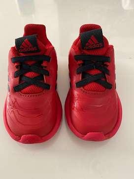 Zapatos Adidas y Tommy Hilfiger