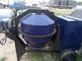 Vendo mezcladora d 2 juntos motor d 10hp..honda a gasolina