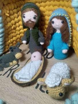 pesebre navideño hecho a mano con la técnica del crochet