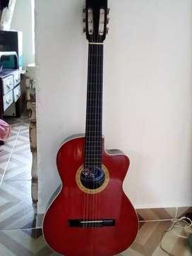 Guitarra en cedro.