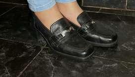 Zapatos de cuero HOY 700 c/u