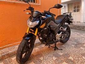Vendo moto Honda CB190R