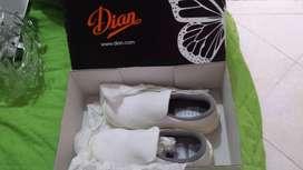 Zapatos blancos industriales