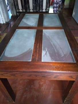 mesa con vidrio en muy buen rstado