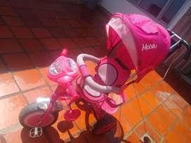 Se vende triciclo para niña en buen estado
