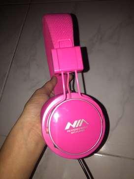 Audifonos rosados, mp3, con cable auxiliar, con memoria micro SD de 2GB, se entrega con el cargador