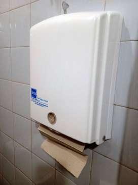 Dispenser de toallitas de papel.