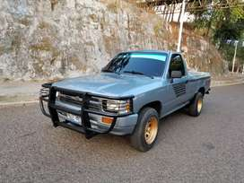 Toyota Hilux/Impecable Nitido 22r Efi