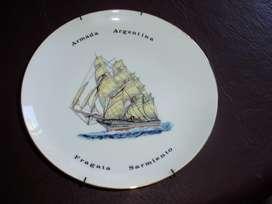 Antiguos  Platos de Colección de la Armada Argentina Un par (2)