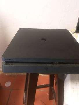 Se vende Consola de PlayStation 4 Slim