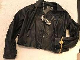 Usado, liquido camperas de cuero motoqueras ,saco pantalon vestidos de fiesta segunda mano  Palermo, Capital Federal