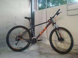 Bicicleta GT avalanche COMP