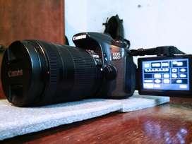 Canon 60d con Lente 18 135 Y Accesorios