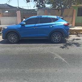 Hyundai Tucson . mecánico 6 cambios más retroceso . gasolina 90. 3 pantallas con wifi