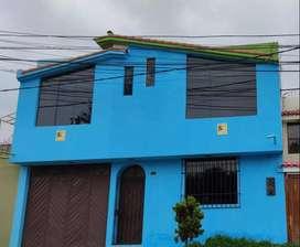 Se alquila casa frente a parque en urbanización Guardia Civil 1ra etapa, con 7 ambientes, cochera, 2 baños y azotea