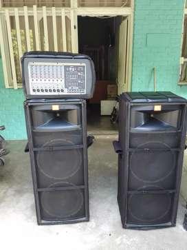 Se vende excelente sonido original, 2 cabinas JBL doble parlante y 1 planta o cabezote PEAVEY 8600