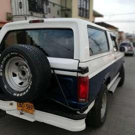 Espectacular Ford bronco xl 96,placa de Manizales, papeles al día, buen estado, toda original.