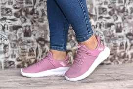 Zapatos deportivos y más