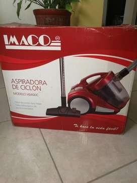 Aspiradora Imaco color rojo