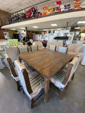 Mesa cuadrada + 8 sillas pino