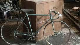 Vendo bicicleta antigua de carrera masas y ganchos de cuadro campagnolo