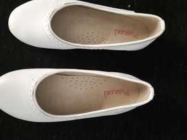 Zapatos blancos niñas