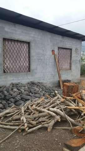 Vendo casa con 3 habitaciones,sala,comedor,cocina,1 baño,un espacio para hacer garaje