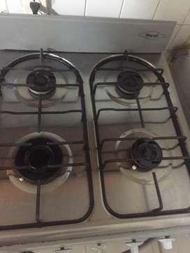 Estufa 4 puestos con horno en muy buen estado
