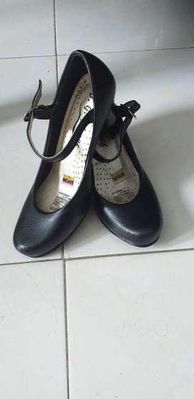 Se venden zapatos de tacon en buen estadoo