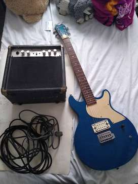 Guitarra electrica azul y amplificador marca First Act