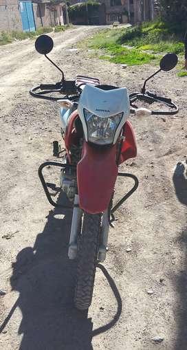 Se vende moto Honda XR150L