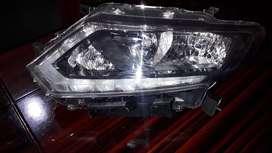 Nissan Extrail Faro delantero