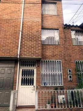 venta casa en conjunto cerrado , tres pisos , barrio madelena .