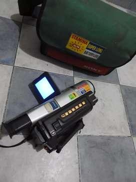 Filmadora sony handycam Dcrtvr120 hi8 8mm con bolso, impecable, tiene batería y cargador, funciona perfectamente.