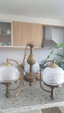 lampara en bronce y vidrio