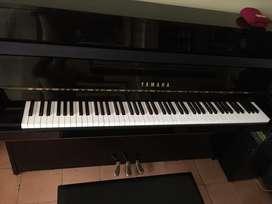 Piano Vertical Yamaha Modelo JU109PE