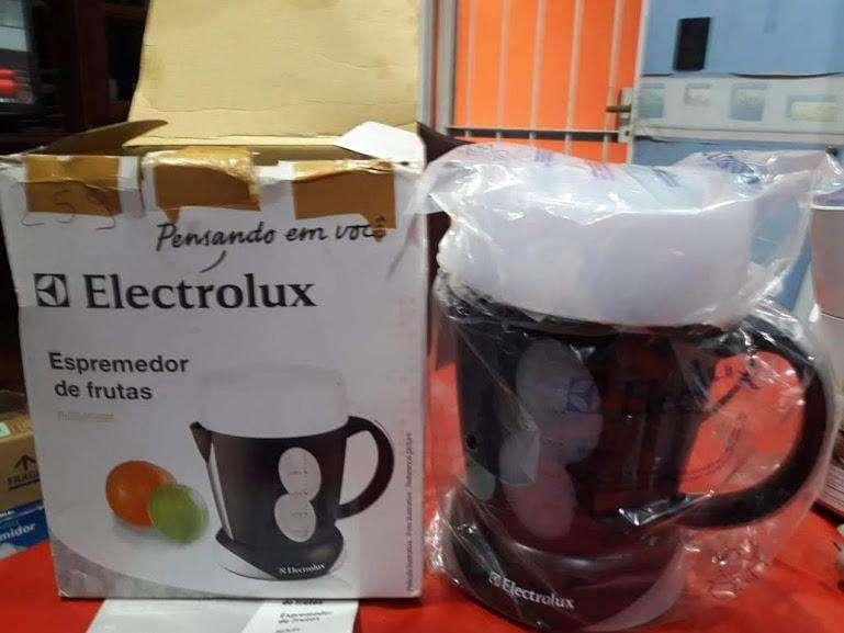 VENDO NUEVO!!! EXPRIMIDOR DE FRUTAS MARCA ELECTROLUX 0